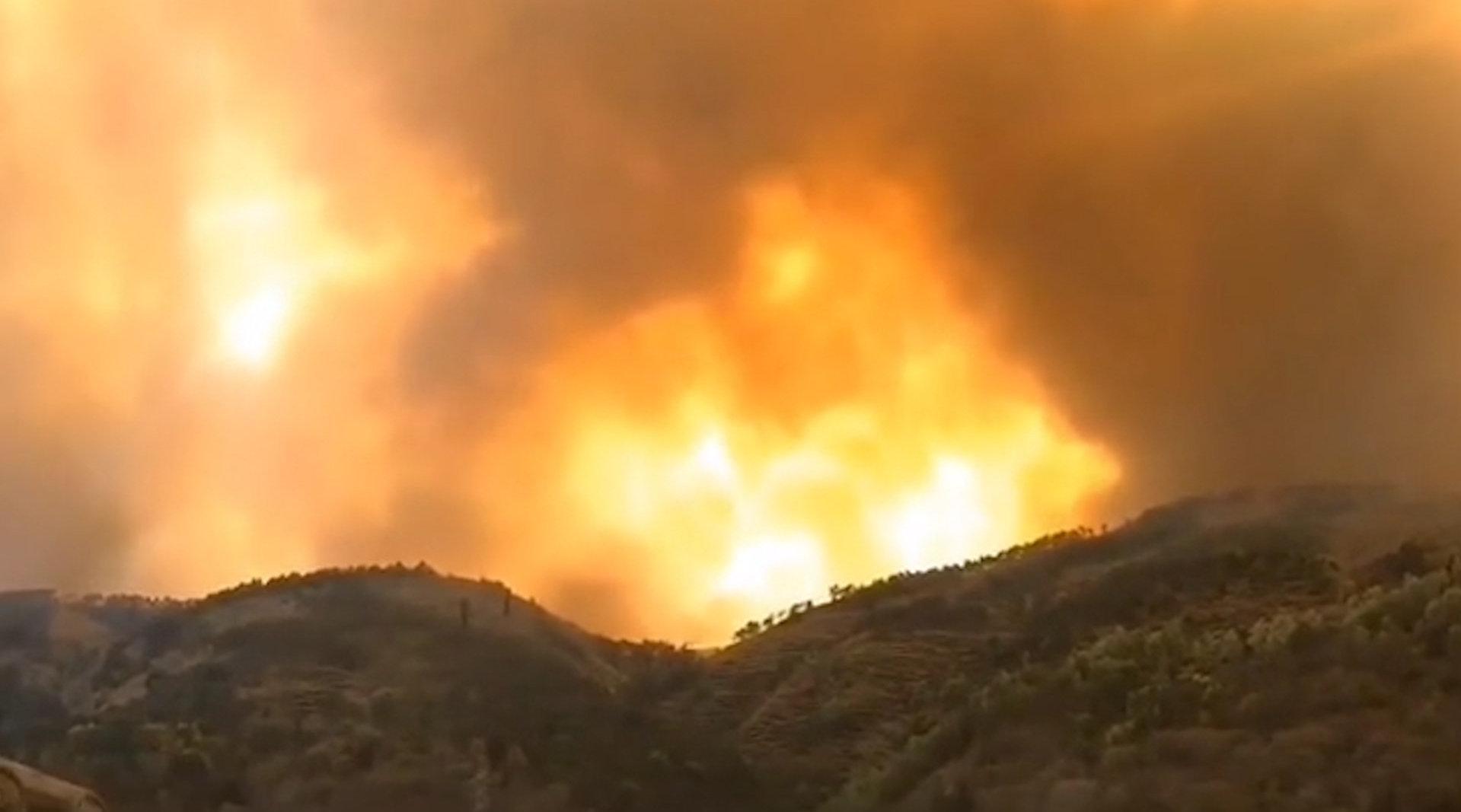 突发:四川西昌邛海泸山景区一山体着火
