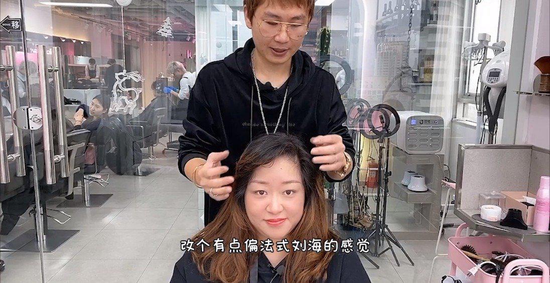 圆脸女生刘海天生卷,发型修饰后变化很大,阿姨变妹妹