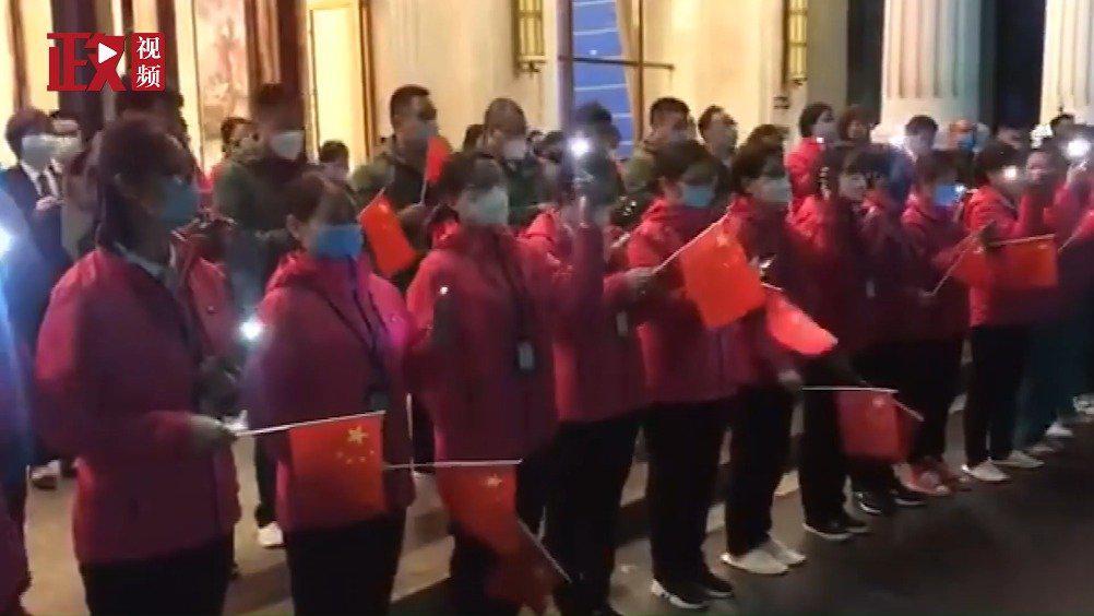 视频-临别前夕 河南医疗队与武汉消防员拉歌送别