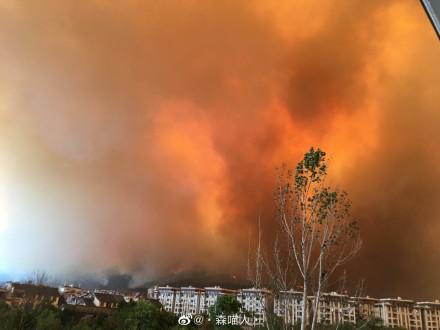 山火逼近 西昌组织危险地带5公里内市民有序撤离