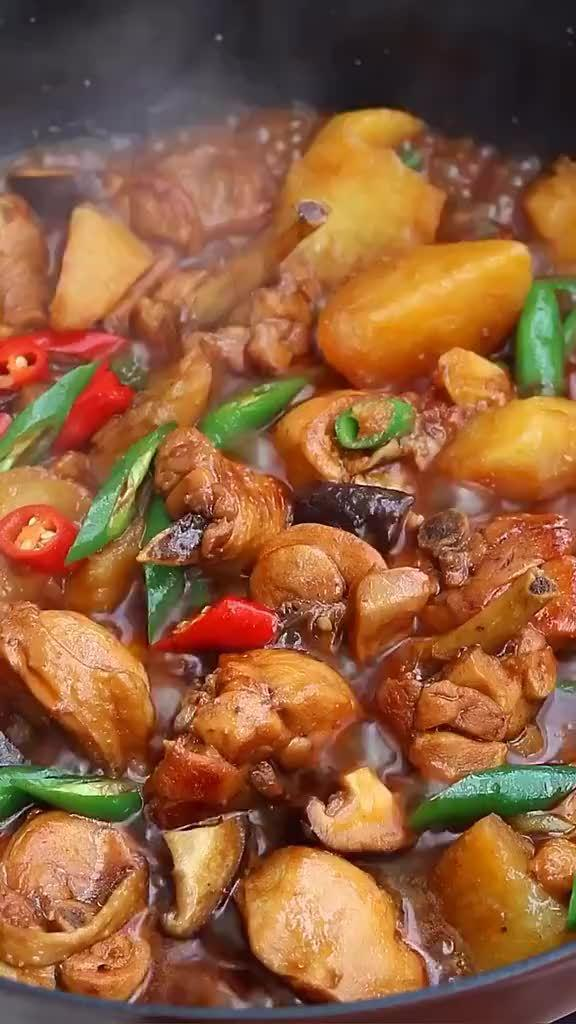 炖鸡怎么做好吃呢?今天这个香菇土豆炖鸡肉,真的太好吃了