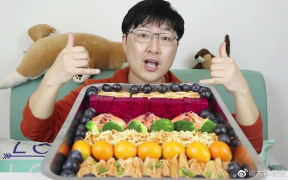 """良哥挑战快手""""土味吃播"""",这到底是在吃美食呢,还是在自虐?"""