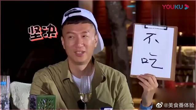 大螃蟹上桌,江一燕:我想吃,孙红雷:我不吃我减肥。雷雷太可爱了