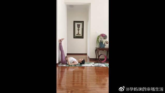 孕妇瑜伽倒箭式,可以消除腿部脚部的水肿,缓解背部不适!