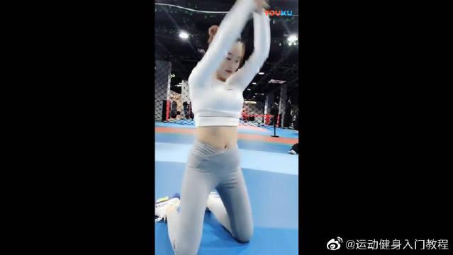 女生练习腹部肌肉最简单的小方法,你学会了吗?