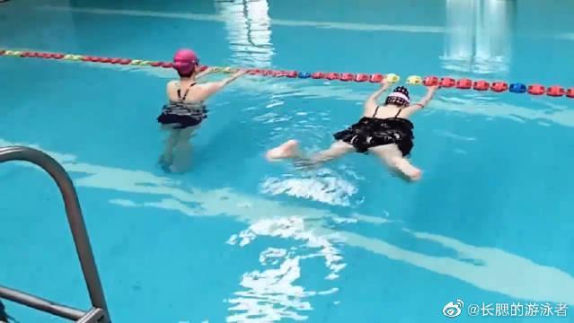 """""""蛙泳""""的水中练习,注意腿部动作,小细节很重要!"""