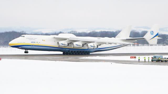 感受世界最大军机掠过头皮!乌克兰安-225运输机升级后复飞