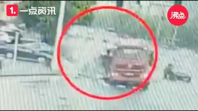 惊险!30吨玻璃倾覆掩埋小轿车车内三人死里逃生
