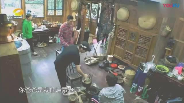 黄磊说陈飞宇长得像爸爸陈凯歌,但是比陈导好看,好看随妈妈陈红