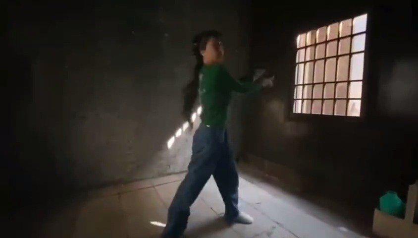 传说中虞书欣在监狱跳舞的视频,监狱跳舞第一人欣欣子