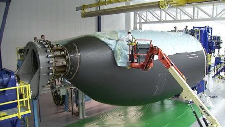 延时拍摄,一架客机组装和喷漆过程,几个亿的飞机就这么完成了