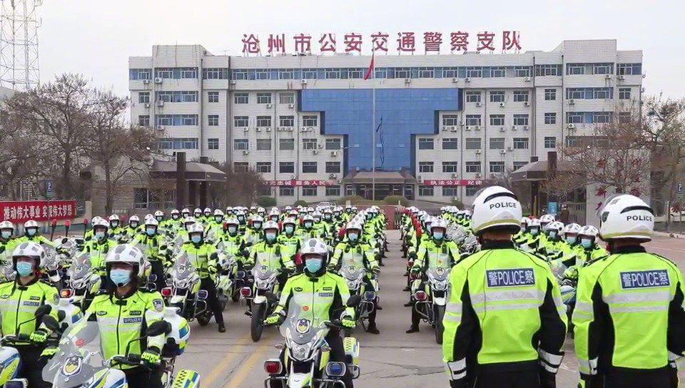 沧州公安以最高礼遇迎接白衣英雄回家
