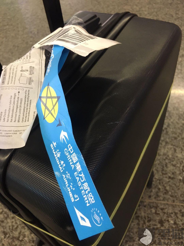 黑猫投诉:新行李箱被东方航空托运破损变形客服不作为