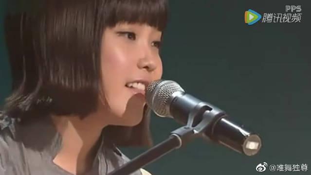 李智恩IU翻唱少女时代《Gee》和BigBang《谎言》综艺现场