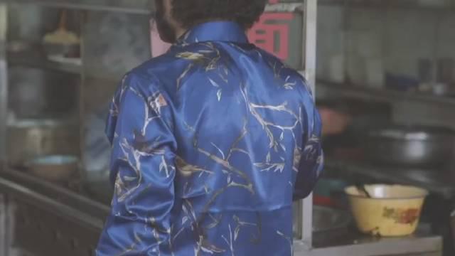 """福建厦门的网红明月虾面也已经16年,老板""""猫王""""的造型很别致"""