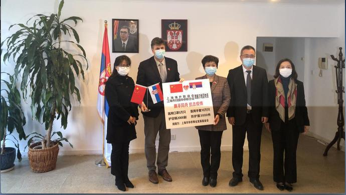 """""""欧洲自顾不暇,感谢帮助我们""""上海向塞尔维亚捐赠口罩5万只、手套10万副图片"""