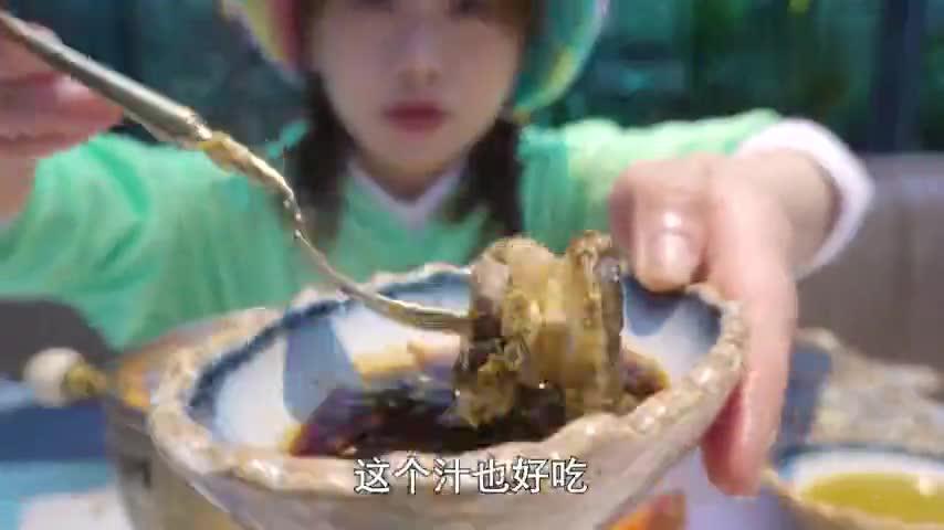 大胃王密子君愚人节吃鲍鱼海鲜自助餐!店员是否笑脸相迎?