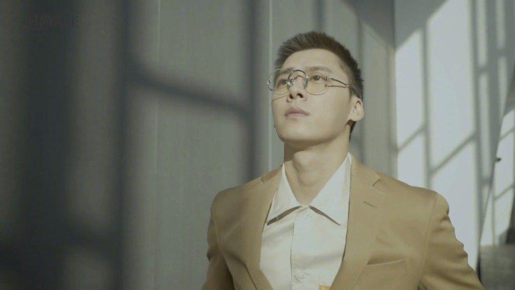 李易峰身着BOSS登《时尚先生》