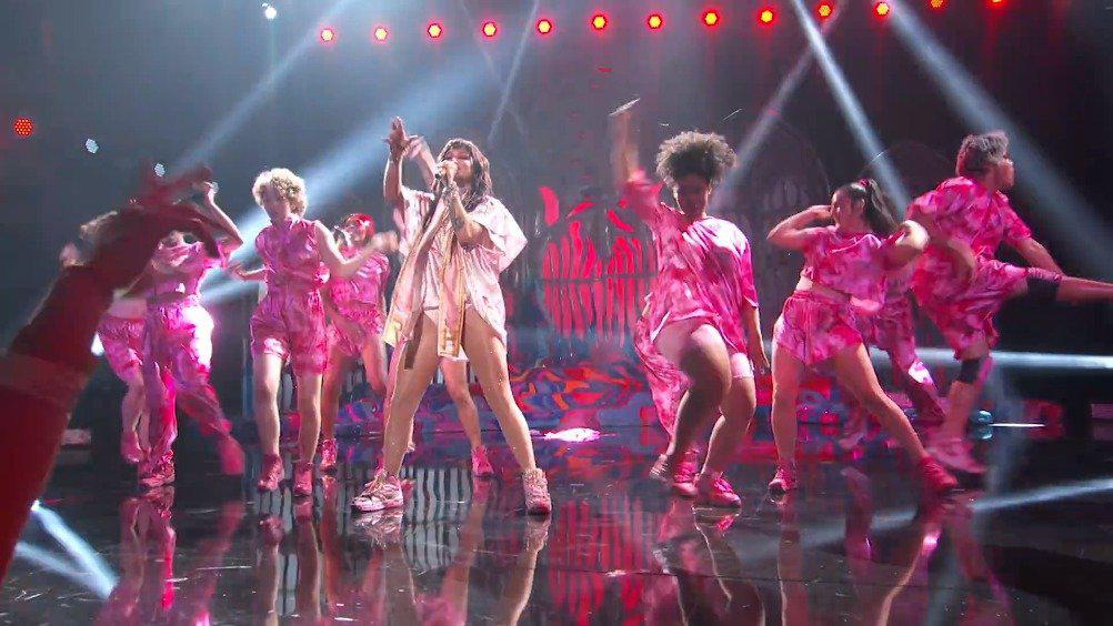 钱妞Kesha变颁奖礼为专场演唱会-RaisingHell+TikTok