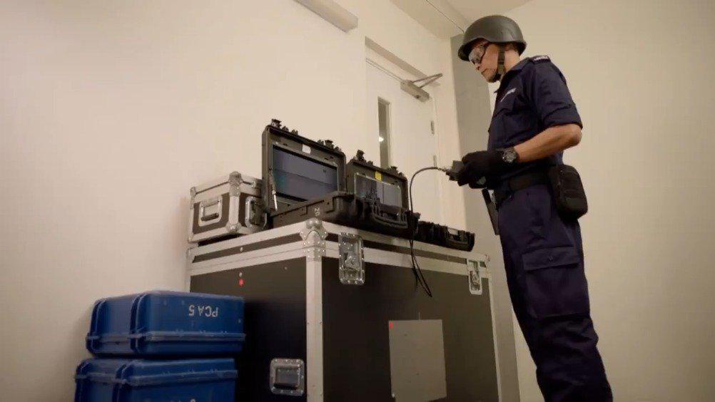 TVB《机场特警》咖啡店恐吓事件拆弹机械人出动!
