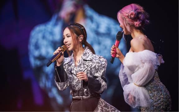 蔡依林、邓紫棋同台演唱彼此经典歌曲《说爱你+光年之外》