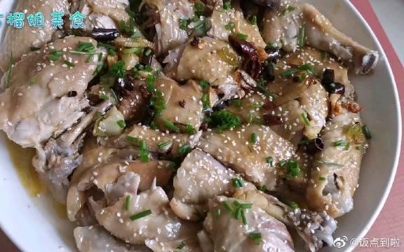 鸡肉最好吃的做法,麻辣鲜香,肉质鲜嫩,一次做一只不够吃