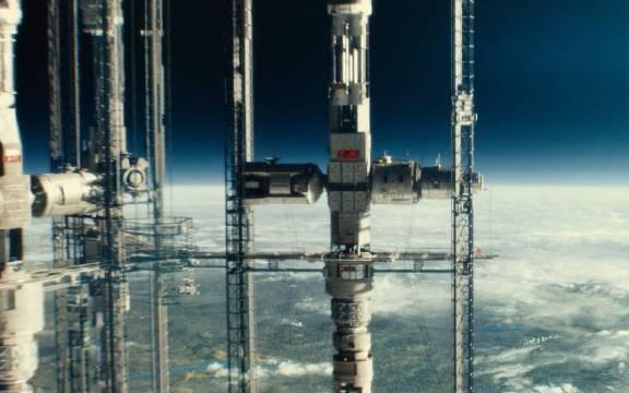 《星际探索》人类建立连接地面的空间站
