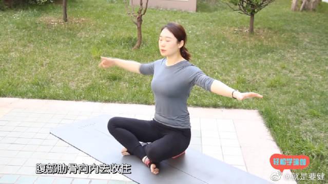 灵活肩关节的瑜伽体式,还能快速减掉拜拜肉