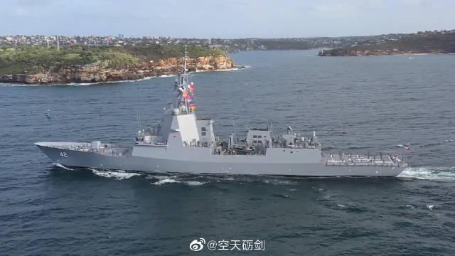 """澳大利亚皇家海军""""悉尼""""号驱逐舰抵达悉尼港"""