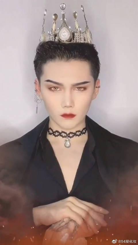 吸血鬼王爵仿妆~唇色一定要红!神仙下凡辛苦了!
