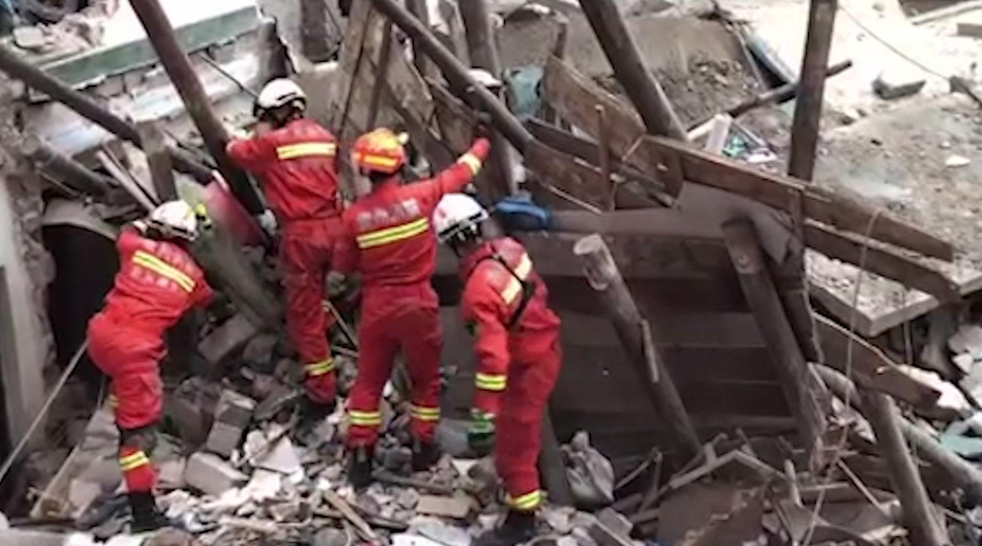 突发!贵州凯里一民房发生垮塌2人被困废墟下