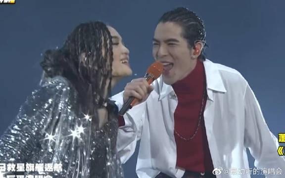 徐佳莹萧敬腾《傲娇》+《王妃》现场。演唱会就是要炸