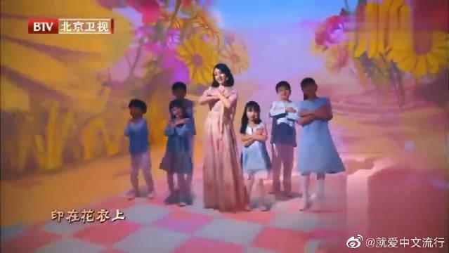 杨钰莹深情演唱《蝴蝶泉边》,歌声响彻全场,燃爆现场