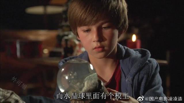 圣诞节收到神秘水晶球,却差点毁了整个小镇