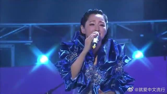 杨钰莹演唱《我只在乎你》经典现场,任时光匆匆流去我只在乎你