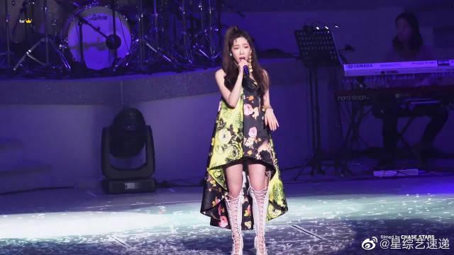 金泰妍愚人节饭拍演唱会现场,姐姐这高音绝了!