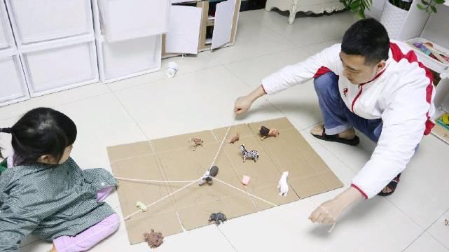 亲子游戏之514合作画线划地为王,帮小动物盖房子吧