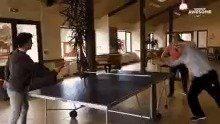 乒乓球能打成这个样子,也是厉害鱼跃救球?
