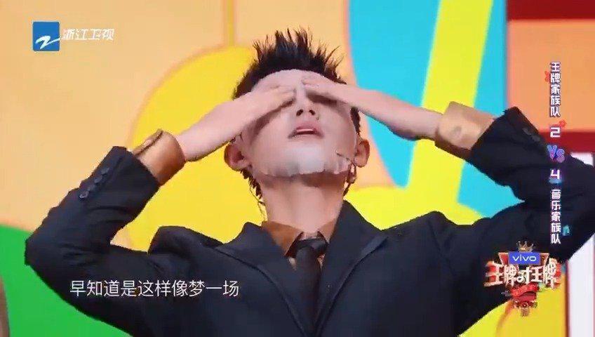 """@陆宇鹏LUK 上敷面膜唱歌,喜提""""蒙面歌王""""称号!"""