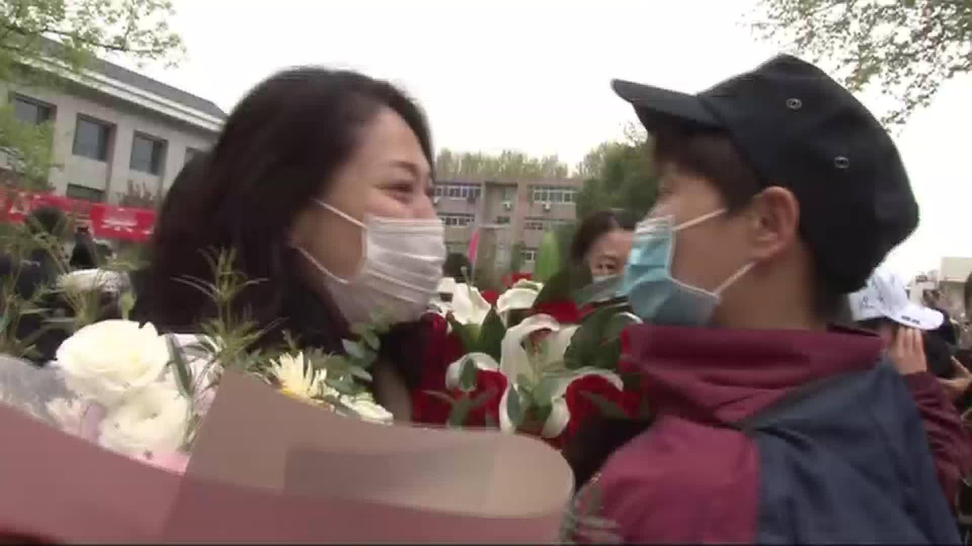 """西北大学附属第一医院4名战""""疫""""英雄结束休养"""