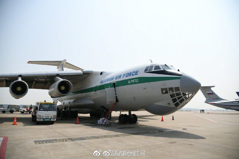 5架外国军机同日赴中自提防疫物资