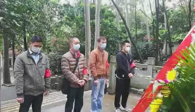 今天清明,广州满族坟场工作人员代为满族族胞扫墓