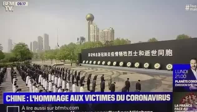 在全国人民举行哀悼仪式的时候,法国媒体BFM转播了国内的活动片段