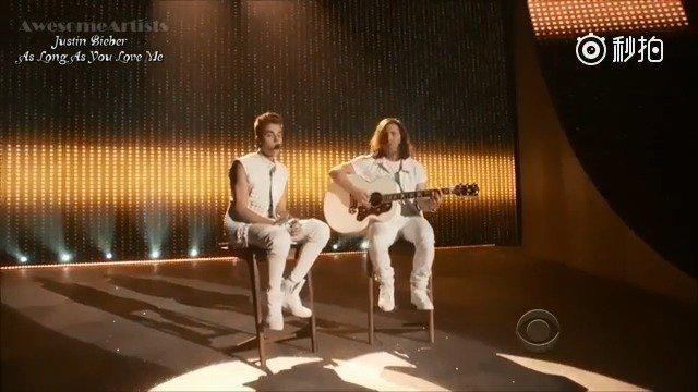 回看当年的Justin Bieber,干净的少年在台上静静的唱着《As Long As