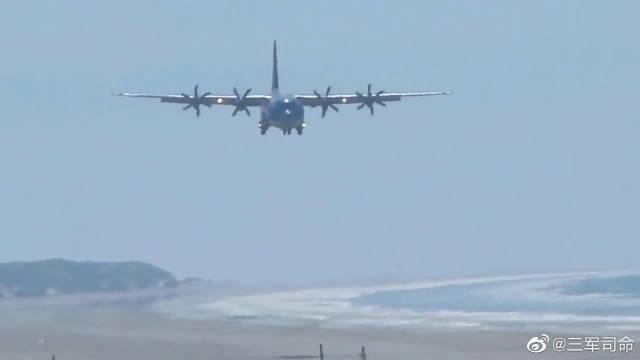 C-130运输机:其实我不需要跑道,海滩也能起降!