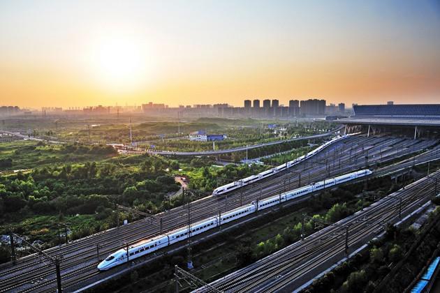 武汉铁路部门将恢复运营近百趟旅客列车
