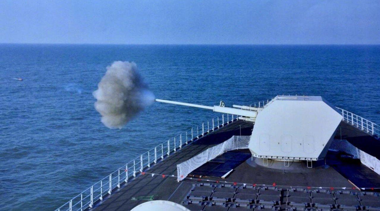 南昌舰装备130毫米舰炮 可拦截30枚反舰导弹,国际专家:超过预期