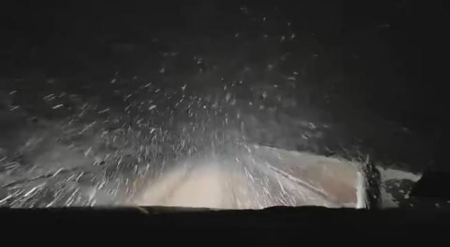 昨晚四川省地震局完成现场工作,回撤时在折多山遇上了大雪
