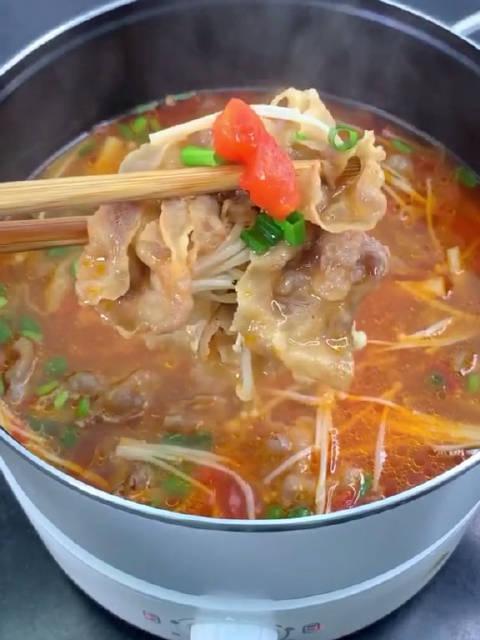 好吃到汤都不剩的番茄金针菇肥牛汤,酸爽好喝又暖胃