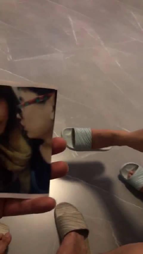 在家里翻出老婆和前男友的照片……